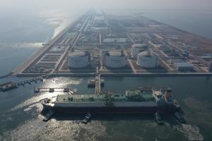 中国石化首次接卸世界最大LNG运输船