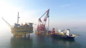我国第一座岸电导管架成功入海!